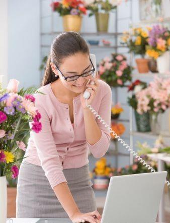 Chào mừng quý khách đến với cửa hàng hoa nghệ thuật MAI. Cửa hàng cây giả và hoa giả nghệ thuật MAI flower shop chúng tôi đem thiên nhiên đến ngôi nhà của bạn, văn phòng của bạn hay đơn giản là góc làm việc hoặc góc riêng của bạn.